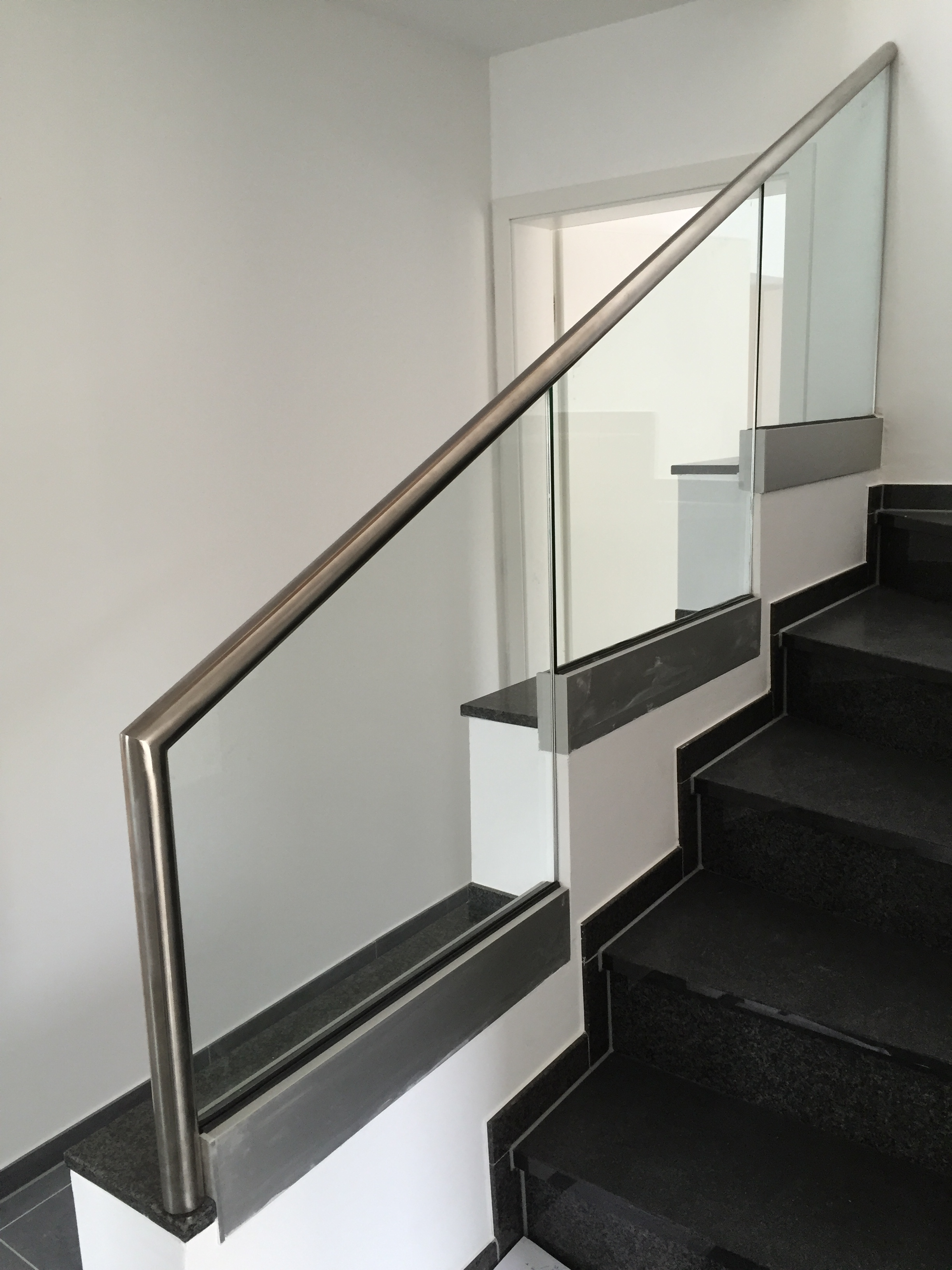 vergleich alt neu das treppenhaus architekturb ro dipl. Black Bedroom Furniture Sets. Home Design Ideas